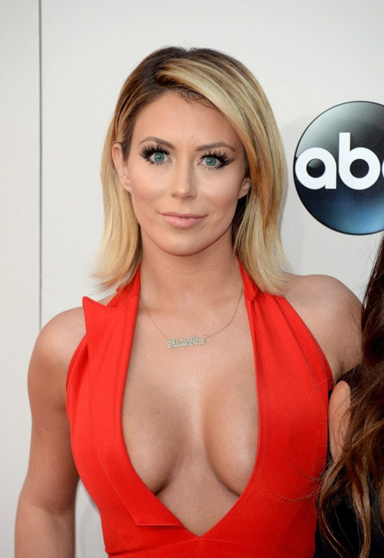 Aubrey-ODay-best-cleavage-american-music-awards-la-kanoni-4