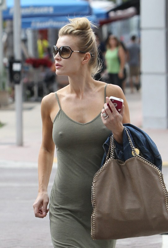 Joanna-Krupa-excited-out-in-miami-kanoni-2