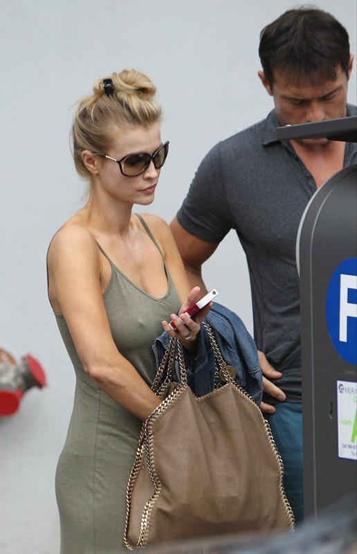 Joanna-Krupa-excited-out-in-miami-kanoni-3