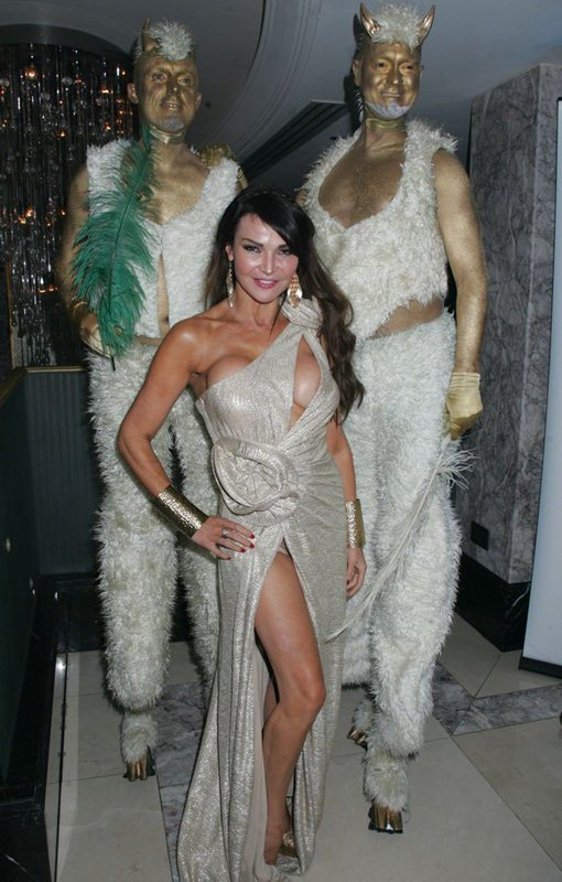 Lizzie-Cundy-nip-slip-golden-dress-kanoni-3