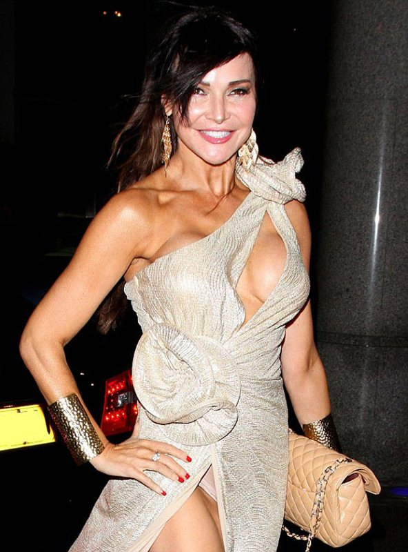 Lizzie-Cundy-nip-slip-golden-dress-kanoni-7