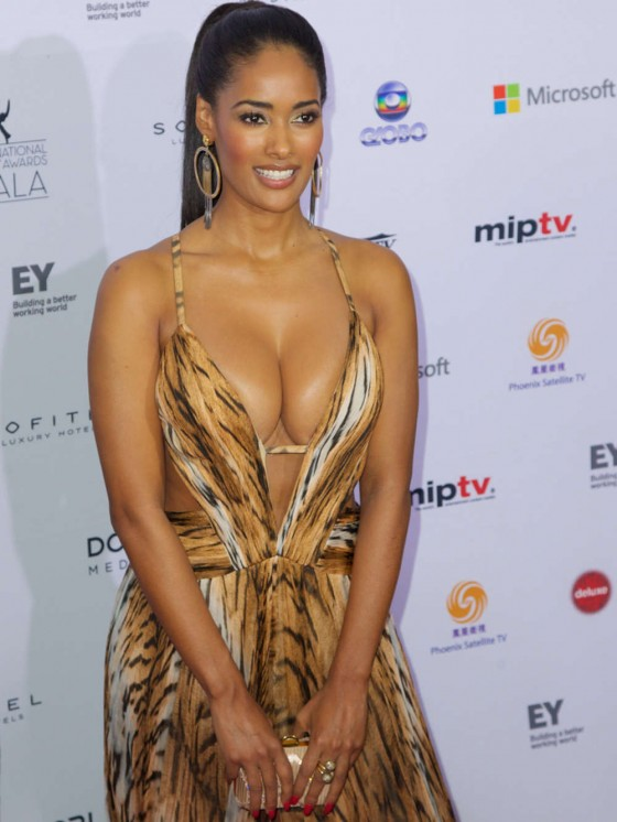 Micaela-Reis-Busty-2013-International-Emmy-Awards-Kanoni-1