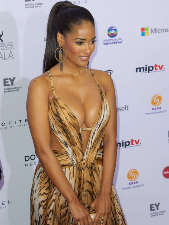 Micaela-Reis-Busty-2013-International-Emmy-Awards-Kanoni-2