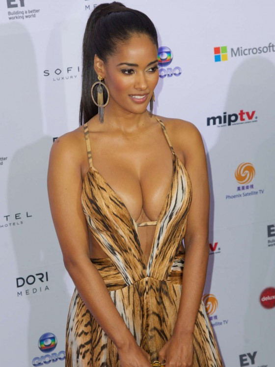 Micaela-Reis-Busty-2013-International-Emmy-Awards-Kanoni-3
