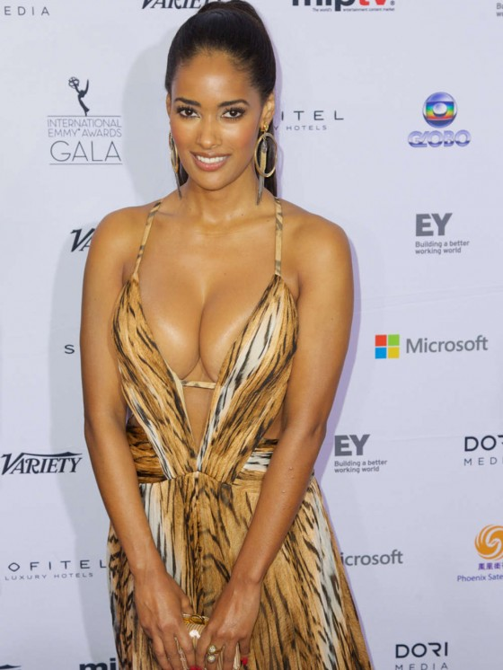 Micaela-Reis-Busty-2013-International-Emmy-Awards-Kanoni-4
