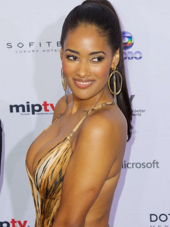 Micaela-Reis-Busty-2013-International-Emmy-Awards-Kanoni-8