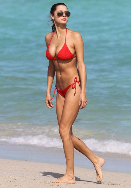 alyssa-arce-red-bikini-miami-beach-kanoni-1