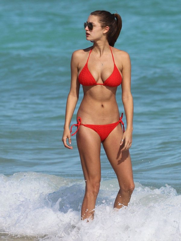 alyssa-arce-red-bikini-miami-beach-kanoni-5
