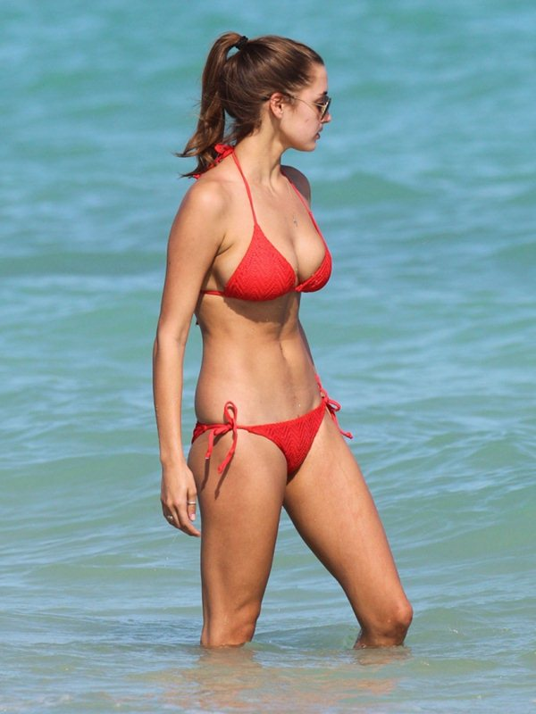 alyssa-arce-red-bikini-miami-beach-kanoni-7