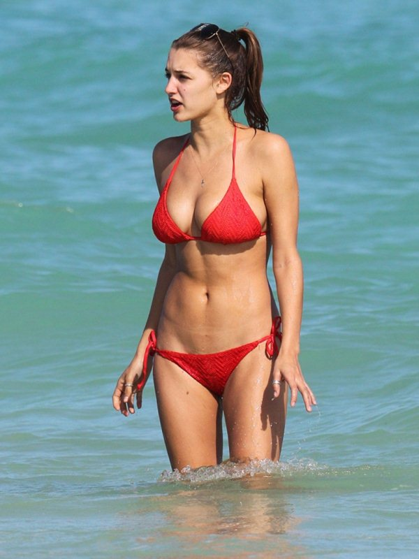 alyssa-arce-red-bikini-miami-beach-kanoni-8