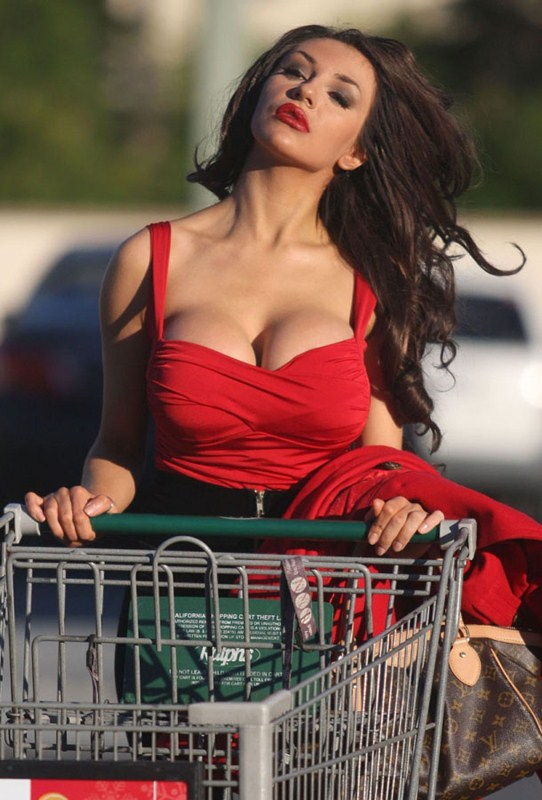courtney-stodden-brunette-shopping-los-angeles-kanoni-1