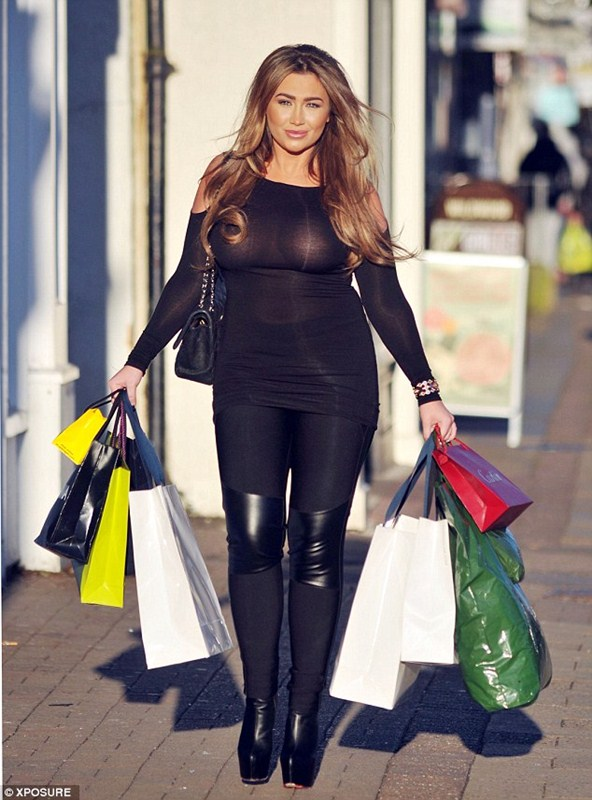 Lauren-Goodger-See-through-Braless-shopping-London-Kanoni-2