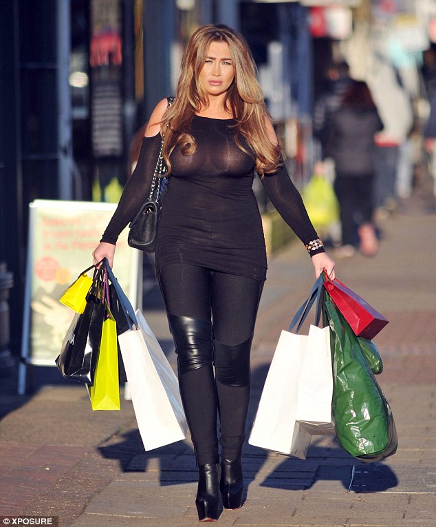 Lauren-Goodger-See-through-Braless-shopping-London-Kanoni-6