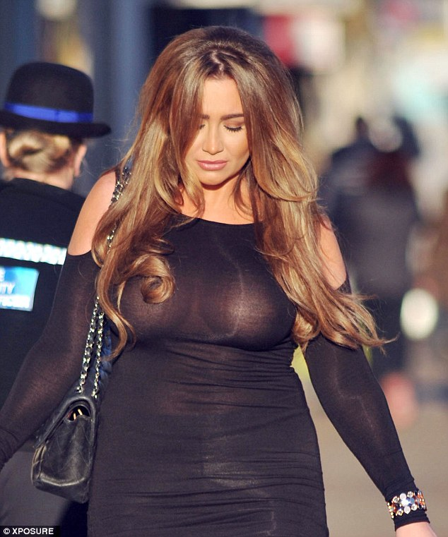 Lauren-Goodger-See-through-Braless-shopping-London-Kanoni-7