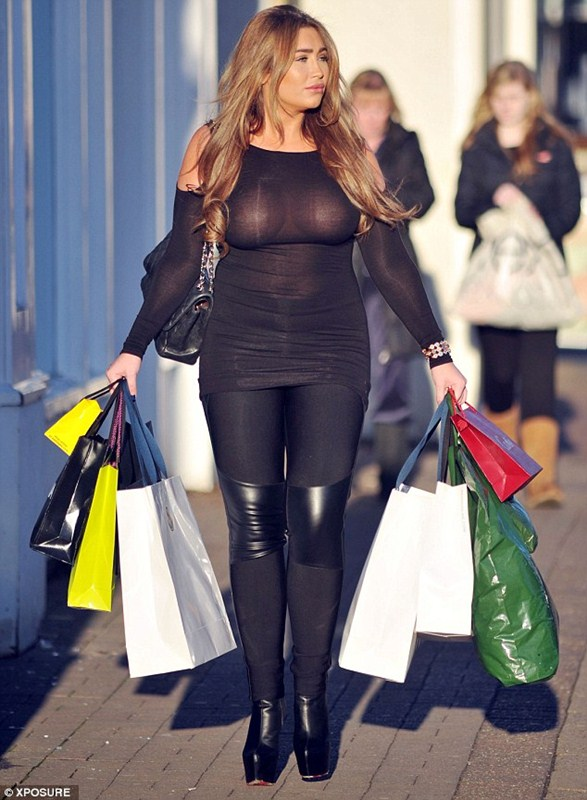 Lauren-Goodger-See-through-Braless-shopping-London-Kanoni-8
