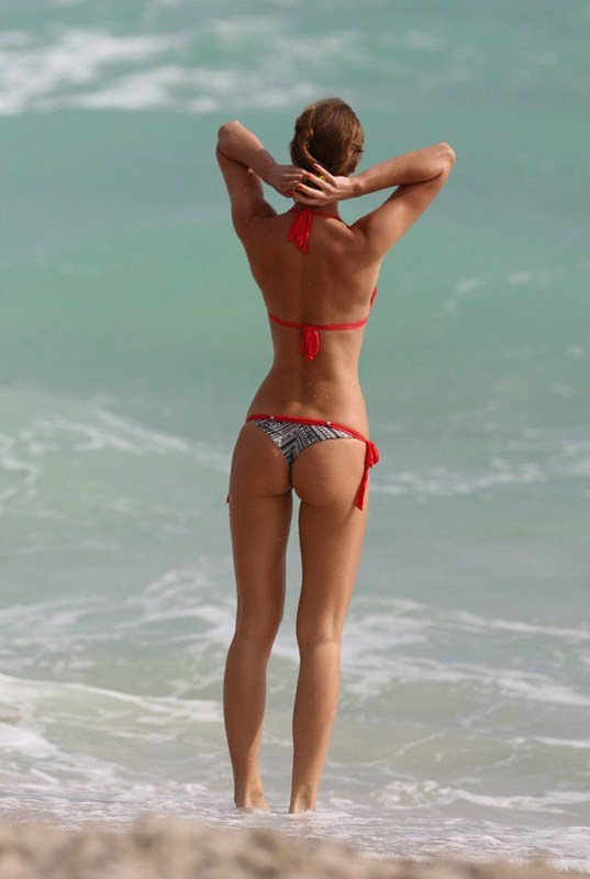 Olga-Kent-red-bikini-perfection-miami-beach-kanoni-1