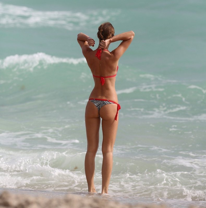 Olga-Kent-red-bikini-perfection-miami-beach-kanoni-3