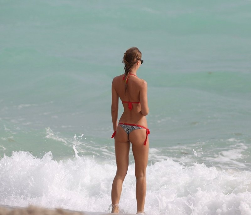 Olga-Kent-red-bikini-perfection-miami-beach-kanoni-5