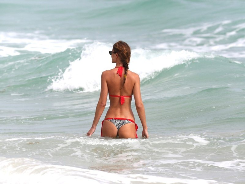 Olga-Kent-red-bikini-perfection-miami-beach-kanoni-6