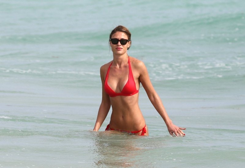 Olga-Kent-red-bikini-perfection-miami-beach-kanoni-9