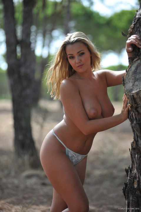 jodie-gasson-nude-at-forest-kanoni-6