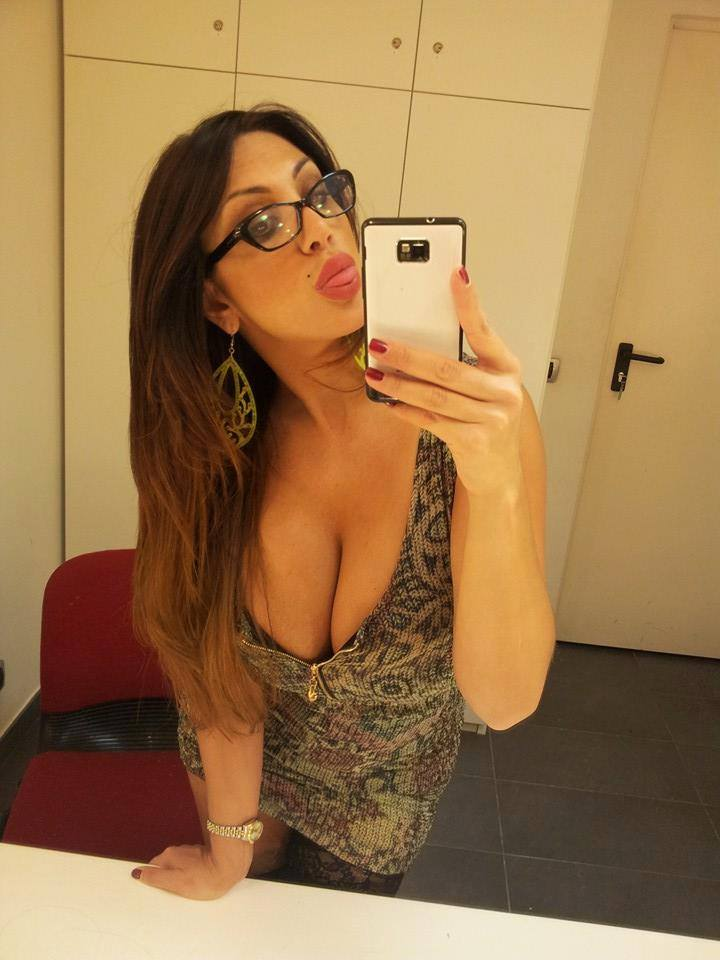marika-fruscio-selfies-hot-stockings-italian-tv-kanoni-1