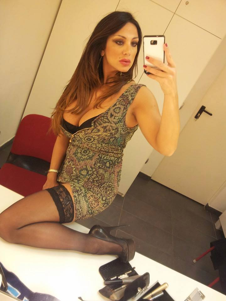 marika-fruscio-selfies-hot-stockings-italian-tv-kanoni-4