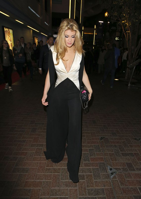 Amy-Willerton-see-through-thong-brit-awards-kanoni-2
