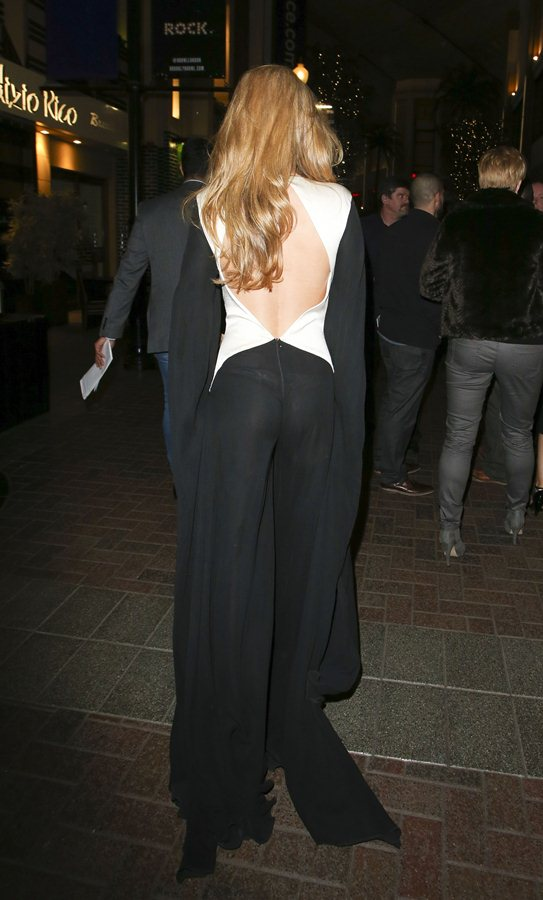 Amy-Willerton-see-through-thong-brit-awards-kanoni-3