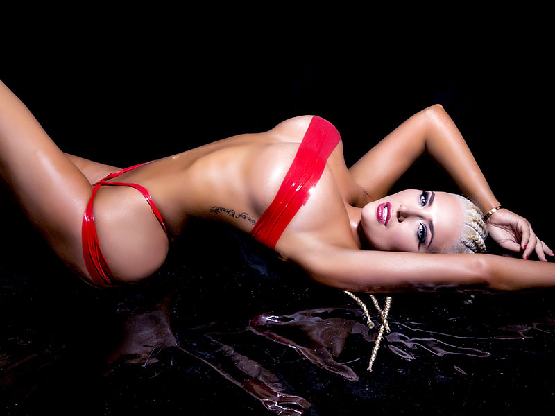 Karissa Shannon gives us an early Valentine's Day treat