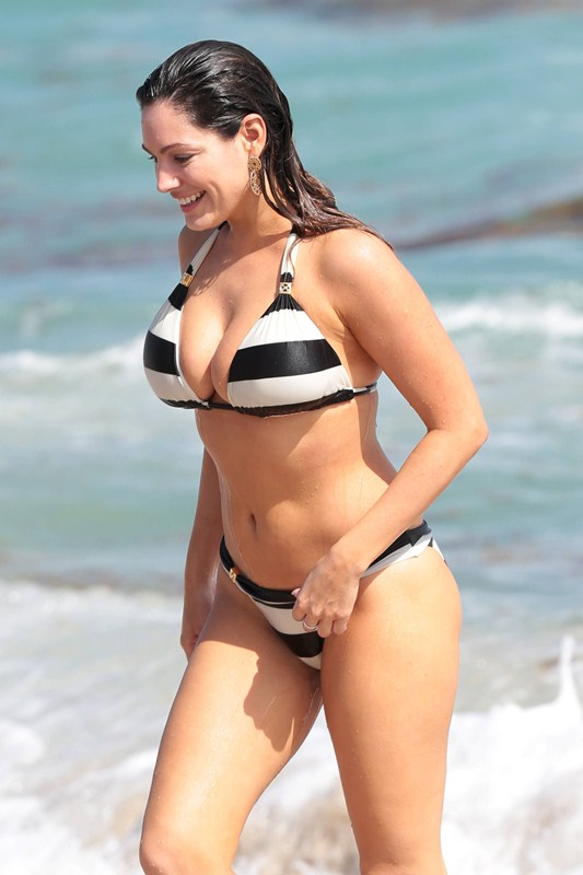 Kelly_Brook_Curves_Bikini_Miami_Beach_Kanoni_1