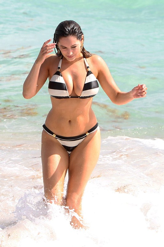 Kelly_Brook_Curves_Bikini_Miami_Beach_Kanoni_7
