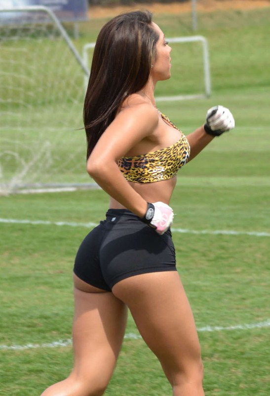 Andrea-Calle-Working-Out-Miami-Park-Kanoni-1