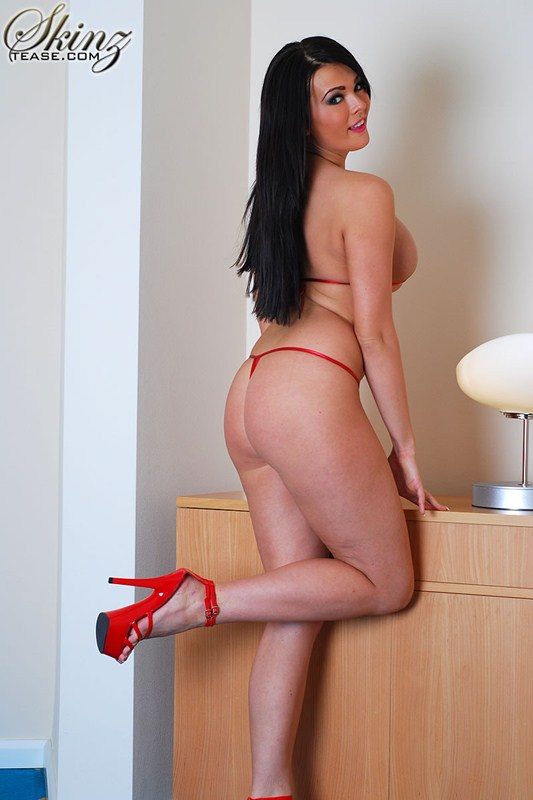 Charley-Atwell-tiny-red-lingerie-kanoni-3