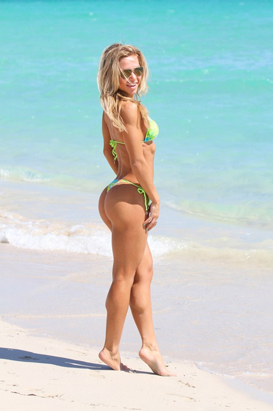 kate_usmanova_fitness_model_thong_bikini_beach_kanoni_8