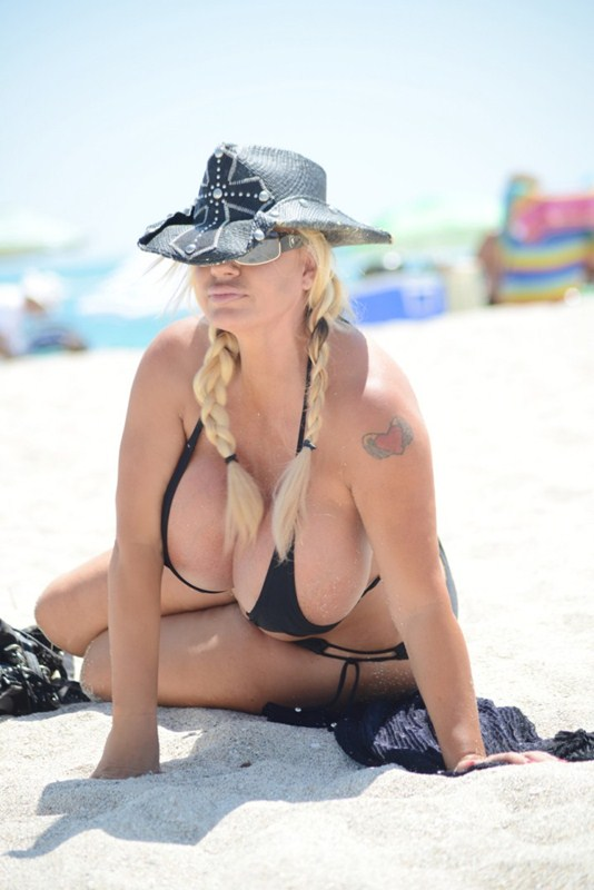 Lacey-Wildd-Black-Bikini-Boobs-Miami-Beach-Kanoni-3