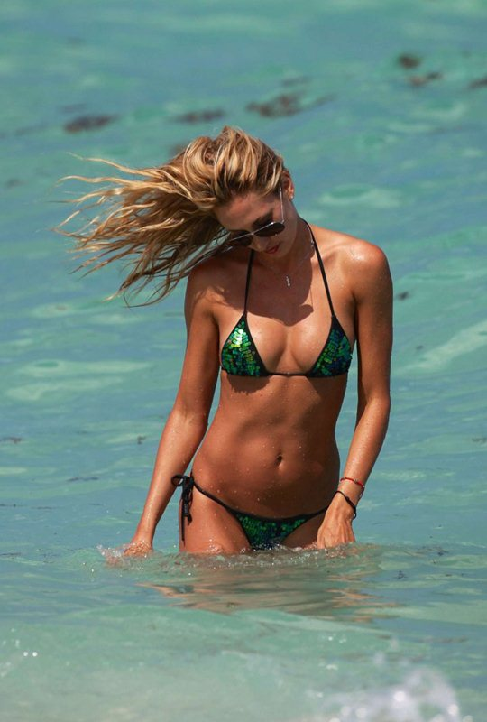 Lauren-Stoner-in-Bikini-in-Miami-Beach-Kanoni-2