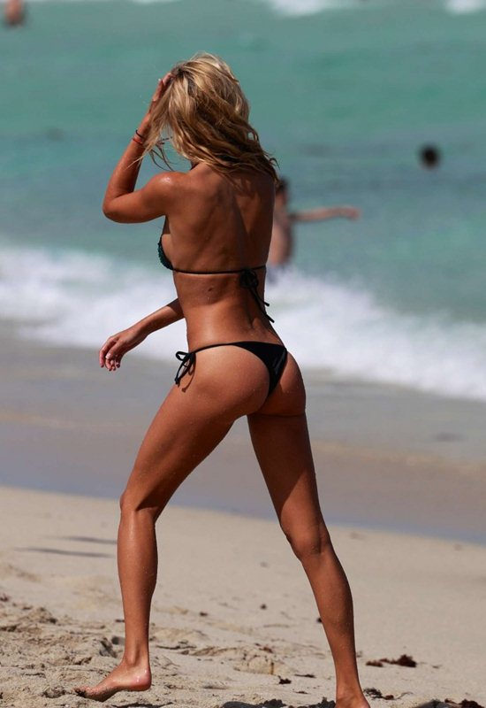 Lauren-Stoner-in-Bikini-in-Miami-Beach-Kanoni-4
