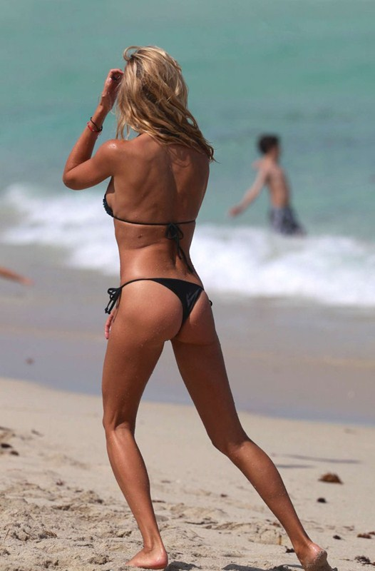 Lauren-Stoner-in-Bikini-in-Miami-Beach-Kanoni-8