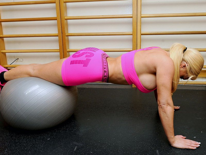 Nicole-Coco-WorkOut-Pink-Outfit-Kanoni-5