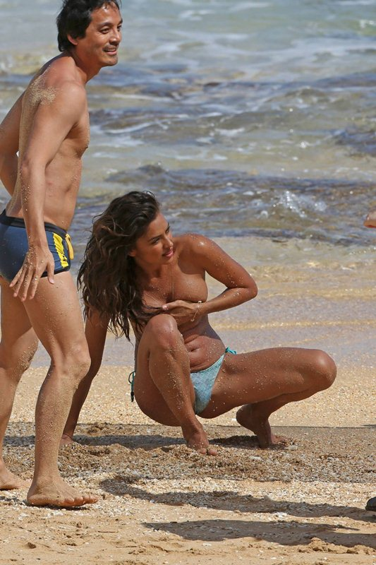 Irina-Shayk-topless-photoshoot-sports-illustrated-hawaii-kanoni-3