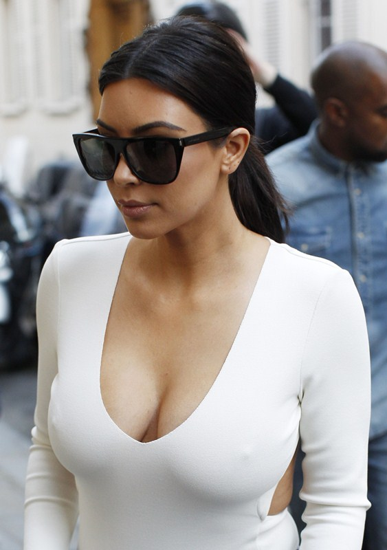Kim-Kardashian-Busty-Shopping-Paris-Kanoni-2
