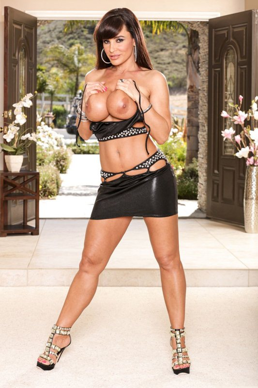 Lisa-Ann-Leather-Sexy-Leather-Outfit-Kanoni-5