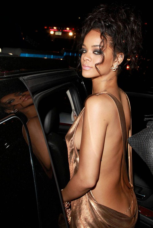 Rihanna-flashes-butt-met-ball-party-new-york-kanoni-5