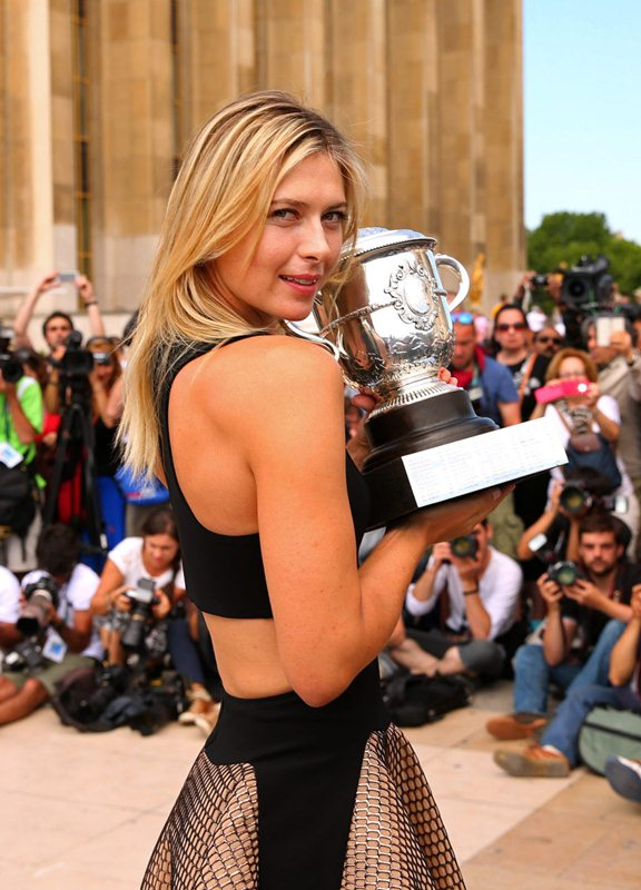 Maria-Sharapova-at-Roland-Garros-Trophy-Photoshoot-in-Paris-Kanoni-6