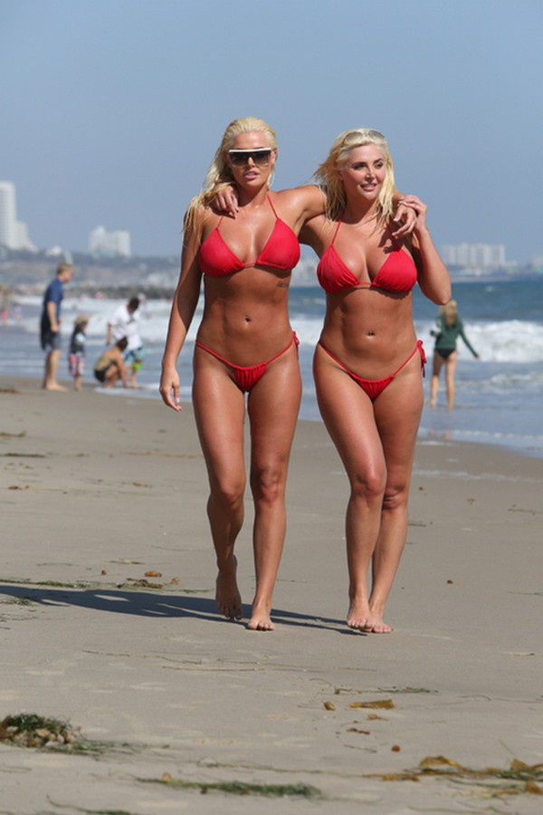 Shannon-Twins-Red-Bikinis-Malibu-Beach-Kanoni-10