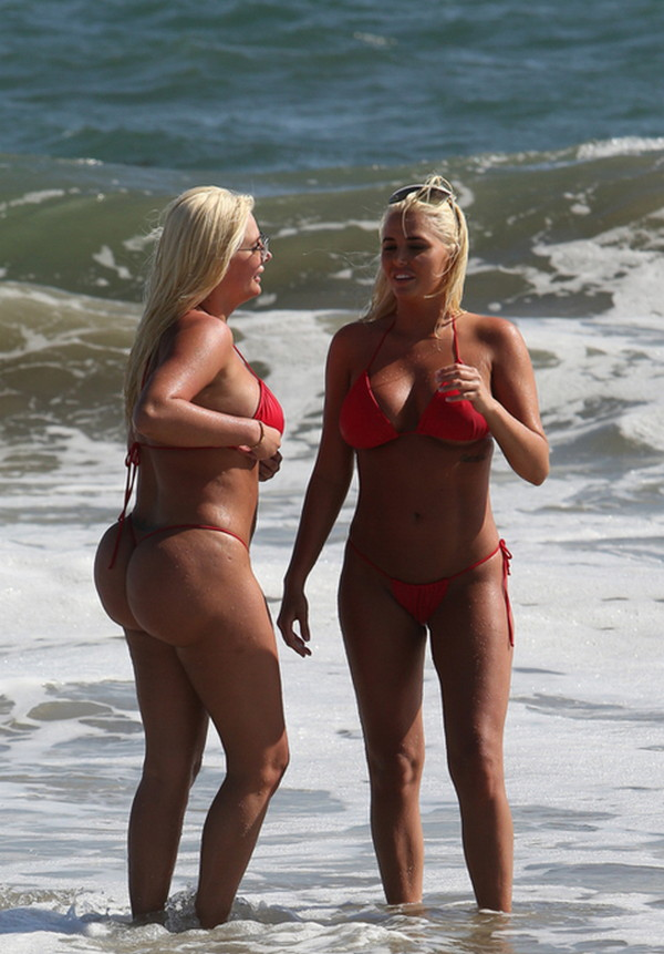 Shannon-Twins-Red-Bikinis-Malibu-Beach-Kanoni-7