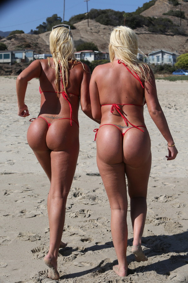 Shannon-Twins-Red-Bikinis-Malibu-Beach-Kanoni-8