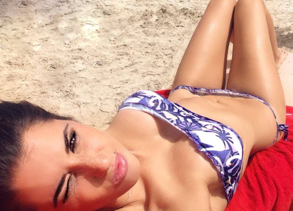 Valentina-Vignali-Bikini-Vacations-Greece-Kanoni-3