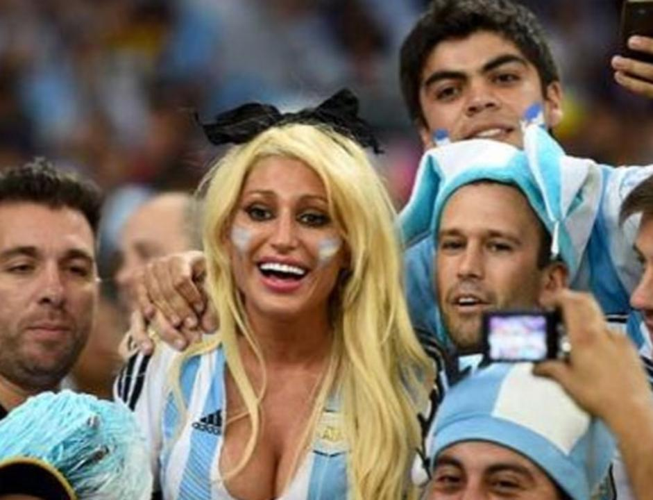 Vicky-Xipolitakis-Hot-Greek-Argentinian-Model-World-Cup-2014-Kanoni-2